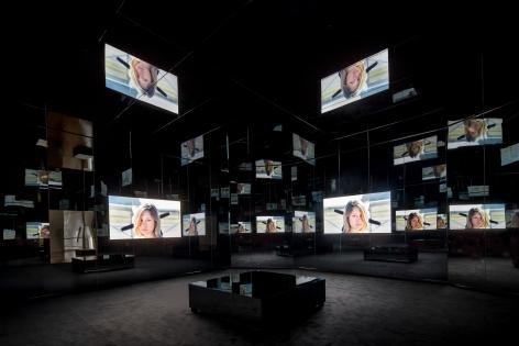 Doug Aitken, Black Mirror, 2011, Installation view: Schirn Kunsthalle Frankfurt, 2015