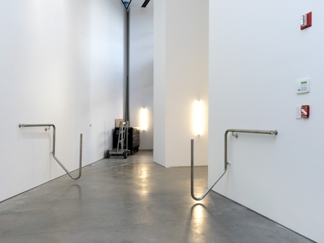 Jacob Kassay, Installation view: H-L, 303 Gallery, 2016