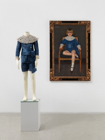 Hans-Peter Feldmann, Boy with red nose in a blue velvet dress