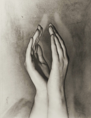 Solarised hands, Amsterdam, Erwin Blumenfeld, c. 1933