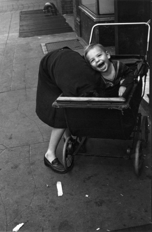 Helen Levitt, New York City, 1940