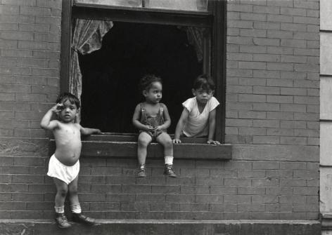 Helen Levitt New York City, 1942,