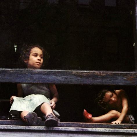 Helen Levitt, New York City 1959 young girls looking out window
