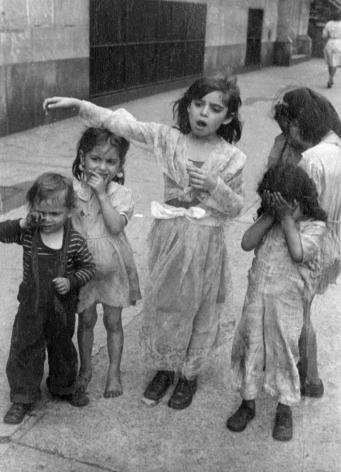 Helen Levitt New York City, 1942