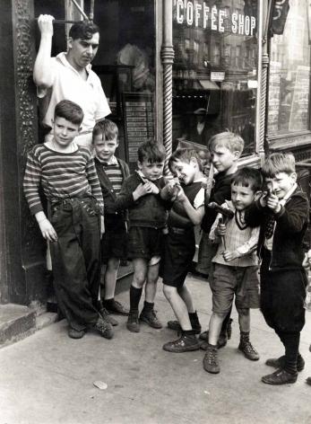 Helen Levitt New York City, 1937