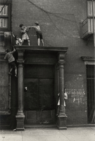 Helen Levitt New York City, circa 1940