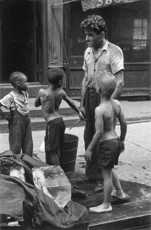 Helen Levitt New York City, 1940