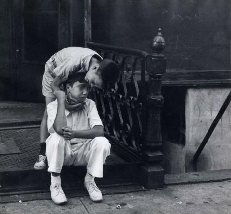 Helen Levitt, New York City, 1942