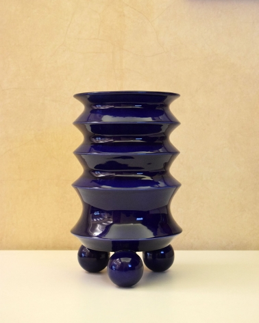 Blue Flower Vase / Mauricio Paniagua y Tony Moxham