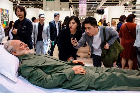 the new times | At Asia's Hottest Art Fair, Taking Selfies With a Mao 'Corpse'
