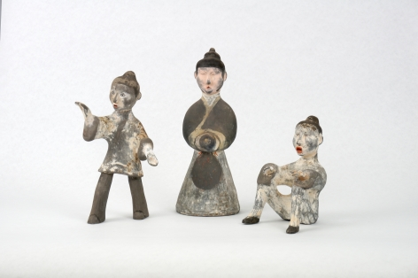 A group of three painted gray pottery entertainers Warring States 451‐221 BC