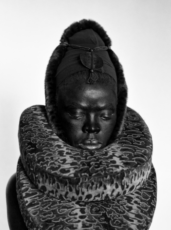 Somnyama III, Paris, 2014.Gelatin Silver Print. 31.5 x 23.5 inches.Edition of 8.