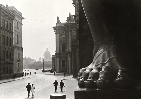At the Hermitage, Leningrad, 1930, Gelatin silver print mounted on board