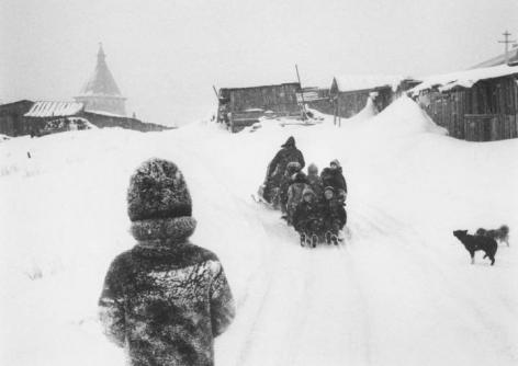 Pentti Sammallahti Solovki, White Sea, Russia (dogs and children), 1992