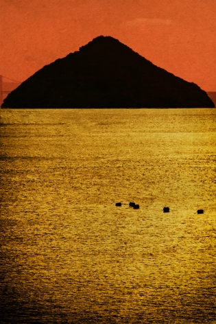 gold sea with mountain
