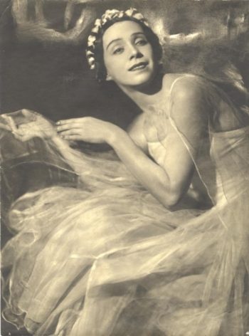 Moisei Nappelbaum (1869-1958), Portrait of Nina Podgoretskaya, Ballet Dancer at the Bolshoi, 1934
