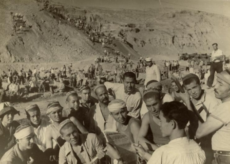 At the Construction of Grand Fergana Canal: Fresh Newspaper, 1939