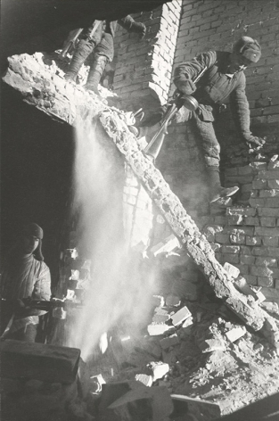 Conquering The Second Floor (Rout of the Germans in Stalingrad), 1942, Gelatin silver print, printed early 1960s