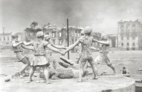 The Destroyed Fountain in Stalingrad, 1942, Gelatin silver print