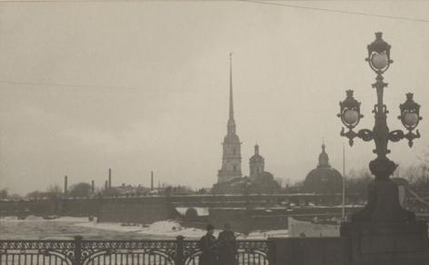 Automatic-rifle men guarding Kirov Bridge