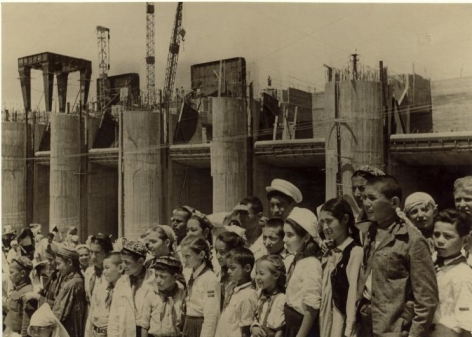Pioneers at Construction Site of Fergana Canal, 1939