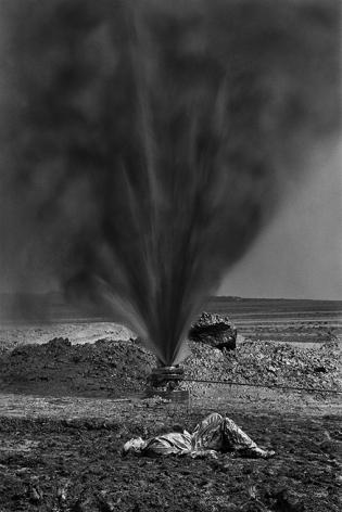 Kuwait, 1991, gelatin silver print, 24 x 20 inches/61 x 50.8 cm © Sebastião Salgado/Amazonas Images