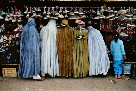 , Steve McCurry, Women shoppers dressed in the traditional burqa stand in front of a shoe shop in Kabul, Afghanistan, 1992, ultrachrome print, 40 x 60 inches/101.6 x 152.4 cm; © Steve McCurry