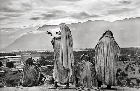 Henri Cartier-Bresson, Srinagar, Kashmir,1948, gelatin silver print, 16 x 20 inches. © The Estate of Henri Cartier-Bresson / Magnum Photos