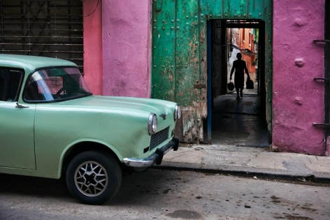 Steve McCurry, Russian Car Old Havana Cuba, 2010, ultrachrome print, 40 x 60 inches; © Steve McCurry