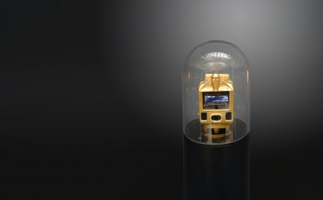 Ghiora Aharoni, When All Roads Are One,2017, assemblage sculpture with vintage Indian taxi meter encased in 23-karat gold leaf retrofitted with two screens, 55 x 12 x 12 inches/139.7 x 30.5 x 30.5 cm