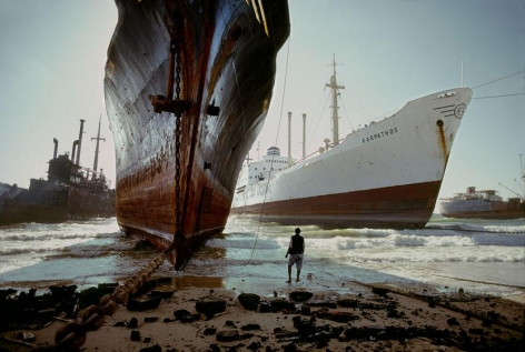 , Steve McCurry, Ship breaking yard, near Karachi, Pakistan, 1981, ultrachrome print, 20 x 24 inches/50.8 x 60.96 cm; © Steve McCurry
