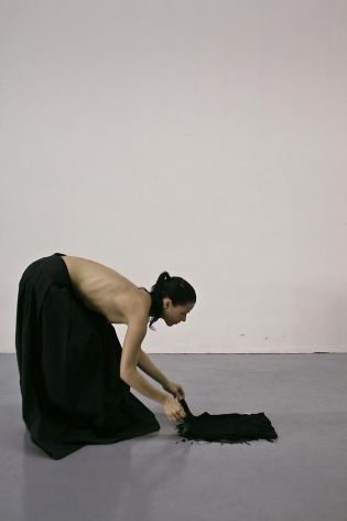 Ana Prvacki, Do It Yourself Chivalry, 2008, video, 1 min, color