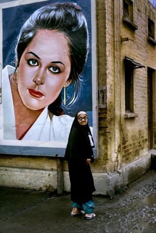 Woman outside the Rawalpindi Station along the Grand Trunk Road, Pakistan, 1983, chromogenic print, 20 x 24 inches/50.8 x 61 cm