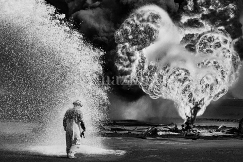 , Sebastião Salgado. Oil wells firefighter. Greater Burhan, Kuwait. 1991. Gelatin silver print. 180 x 125 cm.