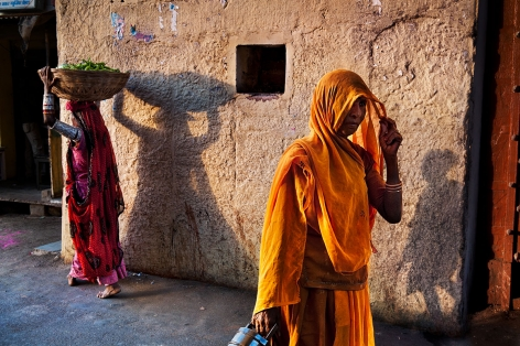 Women return from the bazaar in the evening, Rajasthan, India, 2009, ultrachrome print, 30 x 40 inches/76.2 x 101.6 cm
