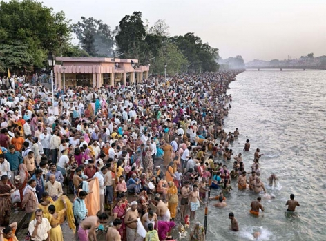 , Edward Burtynsky, Kumbh Mela #1, Haridwar, India, 2010, Chromogenic color print, 99 x 132 cm, Edition 1/9