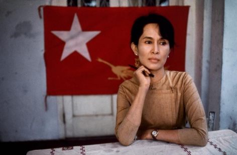 Steve McCurry, Daw Aung San Suu Kyi, 1991, ultrachrome print, 30 x 40 inches/76.2 x 101.6 cm; © Steve McCurry