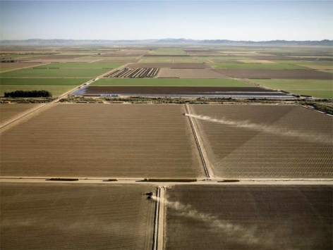 Edward Burtynsky, Alfalfa Farms, Imperial Valley, Southern California, 2009, Chromogenic color print, 122 x 162.6 cm Edition 1/6
