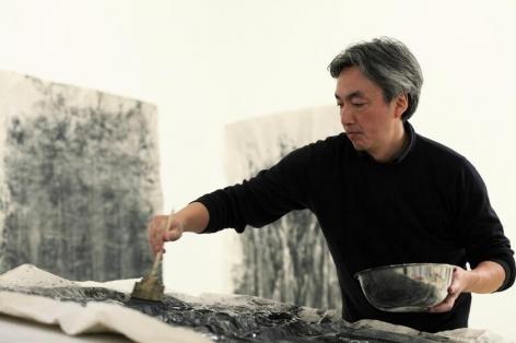 Hiroshi Senju in his New York studio