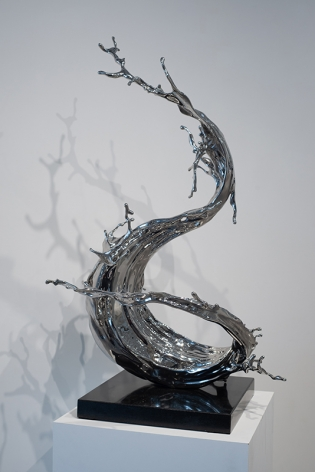 Zheng Lu, Yan Fei, 2019, stainless steel, 43.31 x 29.13 x 25.59 inches/110 x 74 x 65 cm, edition 2 of 3