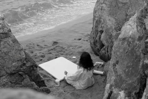 Yulia Bas painting on the beach