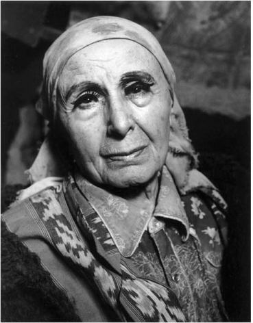 Louise Nevelson, New York City, 1985, 10 x 8 Silver Gelatin Photograph