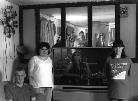Rosa Lee and Family with TV, 2006