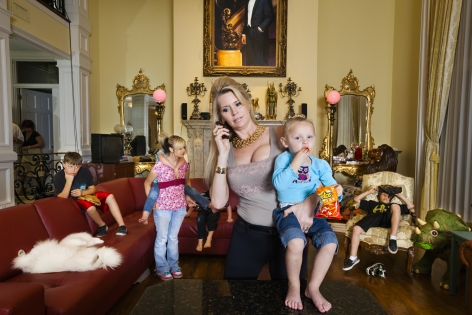 Jackie with some of her children in her living room, Windermere, 2009, 26 3/4 x 40 Inches, Archival Pigment Print, Combined Edition of 25