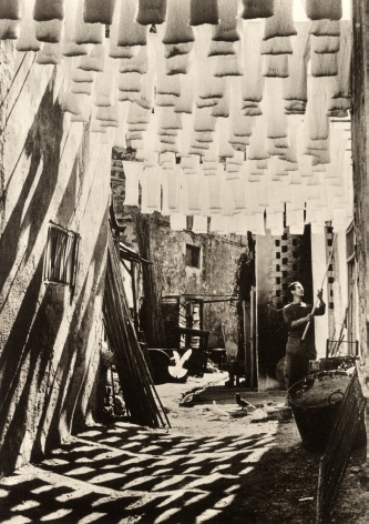 George Rodger - The Wool Suq in Tunis, 1958
