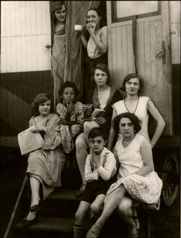 August Sander, Circus People [Zirkusleute (Gruppe)], 1926-32