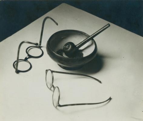 andré Kertész mondrian's glasses and pipe