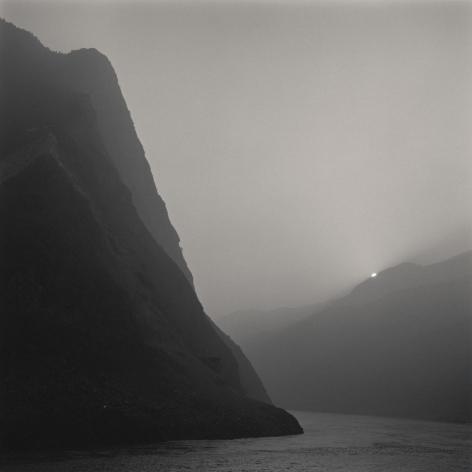Lynn Davis, [China #08] Three Gorges, Yangtze River, China, 2001