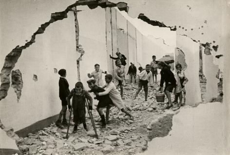 Henri Cartier-Bresson, Seville, Spain, 1933