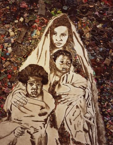 vik muniz Mother and Children (Suellen), from the Pictures of Garbage portfolio